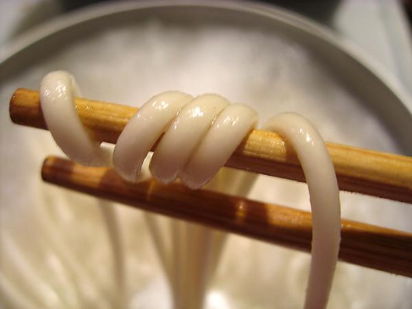 udon on chopsticks