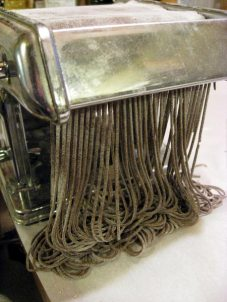 cutting soba noodles