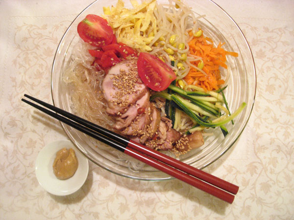 http://1tess.files.wordpress.com/2008/08/hiyashi-chuka-soba_9879.jpg