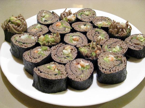 soba sushi rolls soba sushi and noodles sushi this sushi uses soba