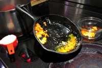 saute pepper and garlic