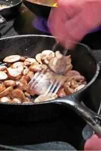 saute mushrooms_6297